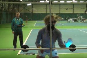 ビジョナップを使ったテニスでのトレーニング風景