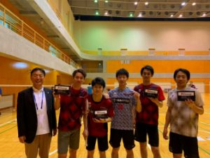 CHSC バドミントンチームとビジョナップ 代表取締役 田村哲也(左)